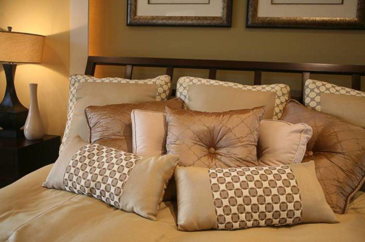 Как сшить подушки на диван своими руками